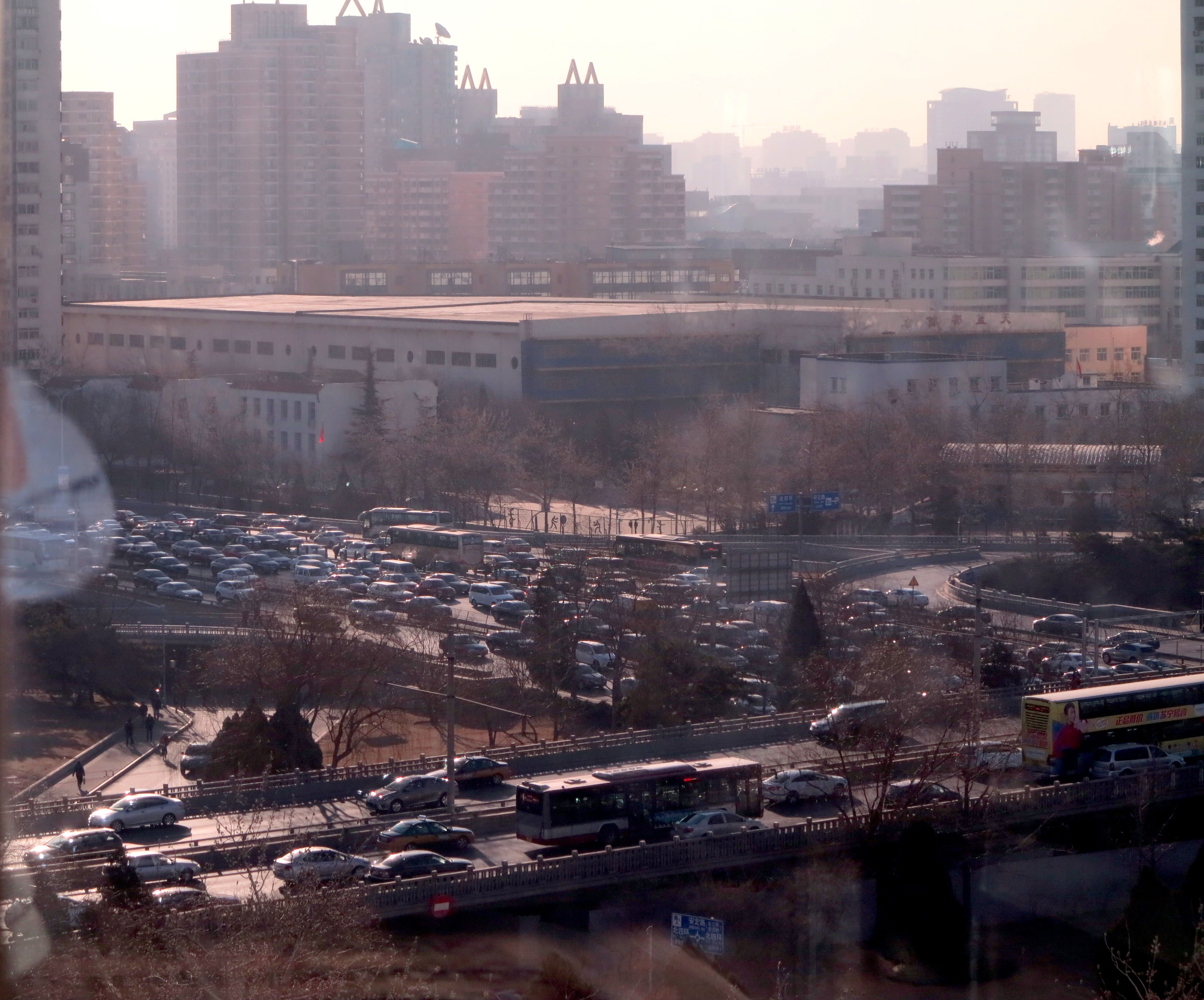 Beijing traffic clogs the 4th Ring Road, contributing to the smog. (Jock Lauterer photo)