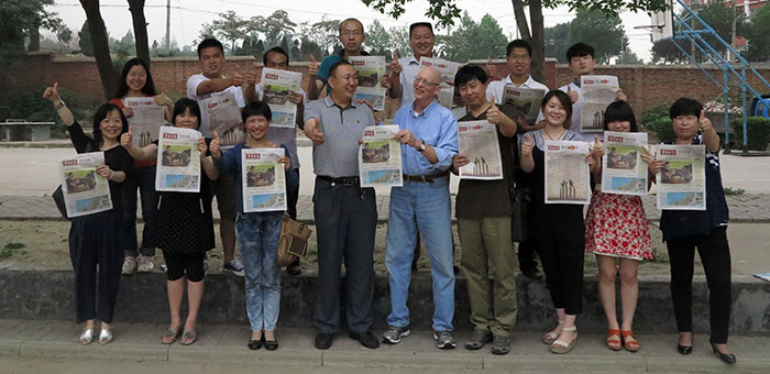 Prof Karen (Chen Kai), front row, left, and I join the staff of the Deng Feng Golden Edition is a group photo. Publisher Yuan, center, joins me in the salute to this pioneering community newspaper. (Photo by Li Tao)